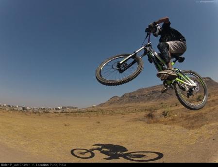 Rider: Piyush Chavan | Photo: Vinay Menon