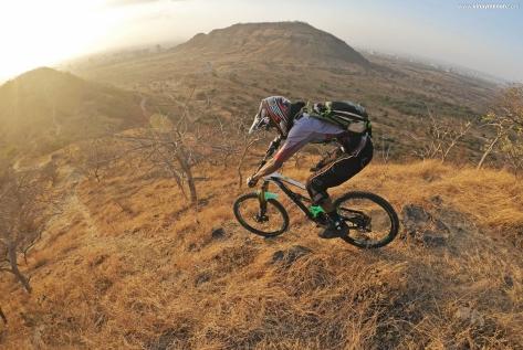 heat-lock-rider-photo-vinay-menon-2020-mountain-biking-in-india-6