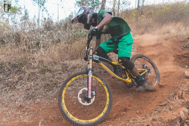 indian-national-mtb-downhill-championship-2021-rider-vinay-menon-photo-praveen-jayakaran-mountain-biking-in-india-9